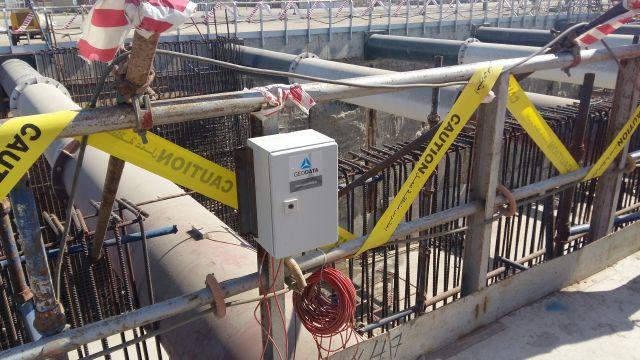 Instalation von Dehnungsaufnehmern auf Baugrubenaussteifung
