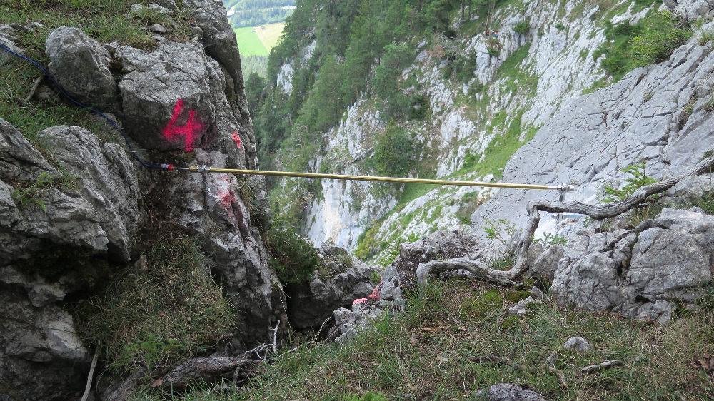 Fissurometer Sonderausführung in steinschlaggefährdedem Gelände